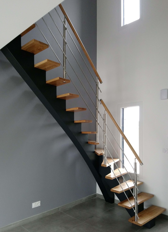 Menuiserie Figard - Fabrication sur mesure - Escalier 1/4 tournant limon central - Chêne inox - Veso
