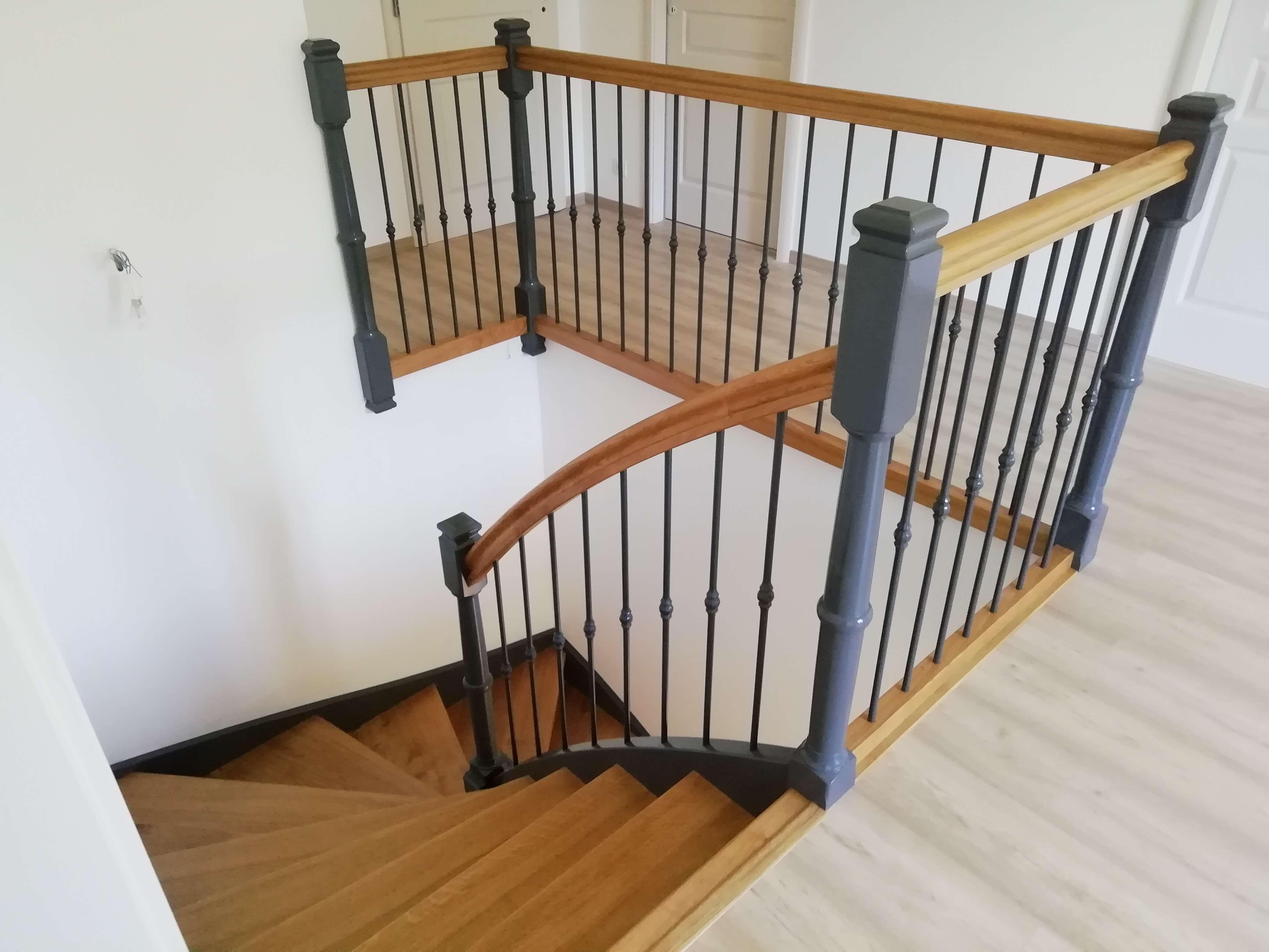 Menuiserie Figard - Fabrication sur mesure - Escalier 2/4 tournant - Chêne métal - Vesoul