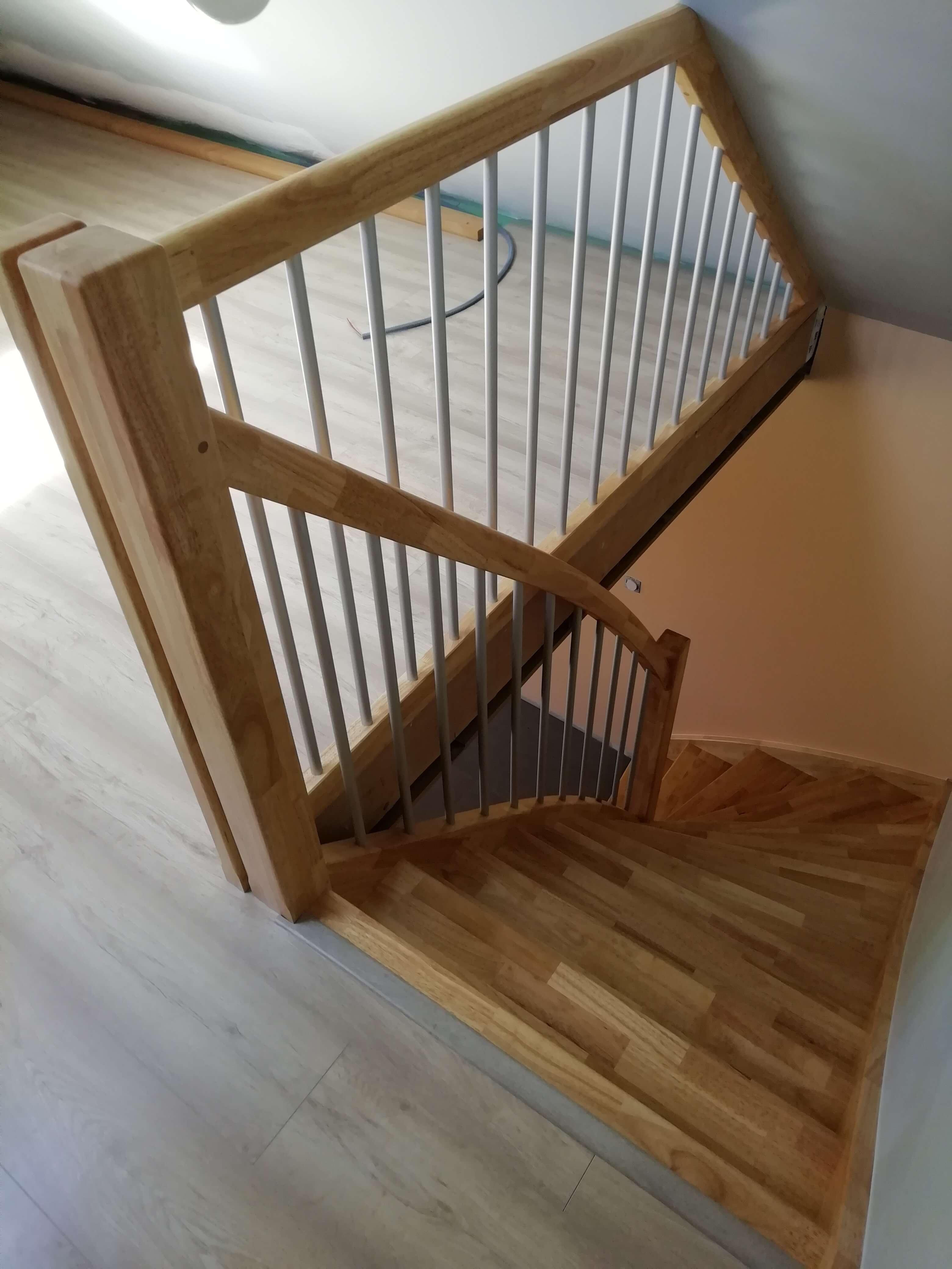 Menuiserie Figard - Fabrication sur mesure - Escalier 1/4 tournant - Hévéa alu - Vesoul