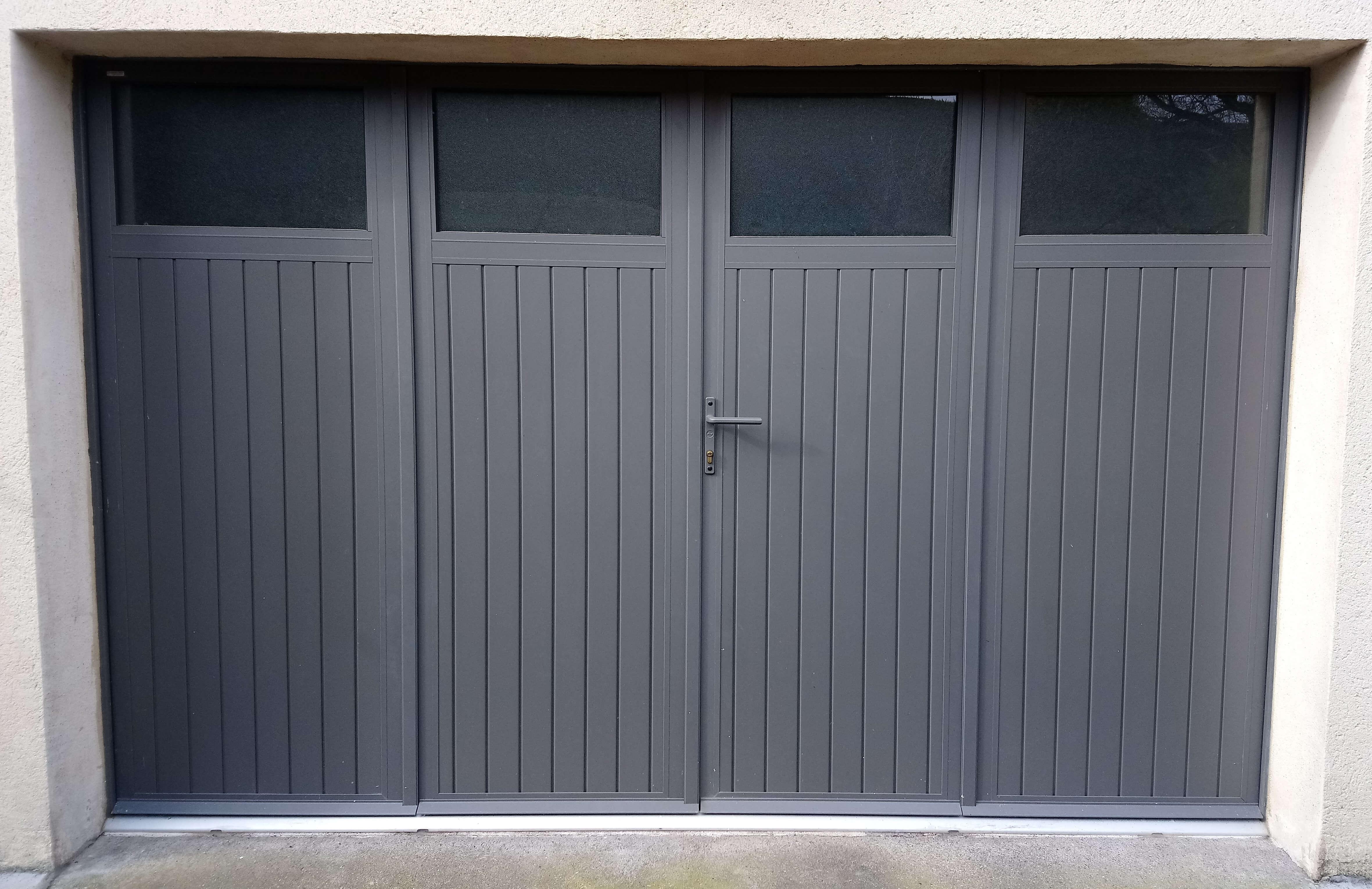 Menuiserie Figard - Fabrication sur mesure - Porte de garage 4 battants - Aluminium - Vesoul