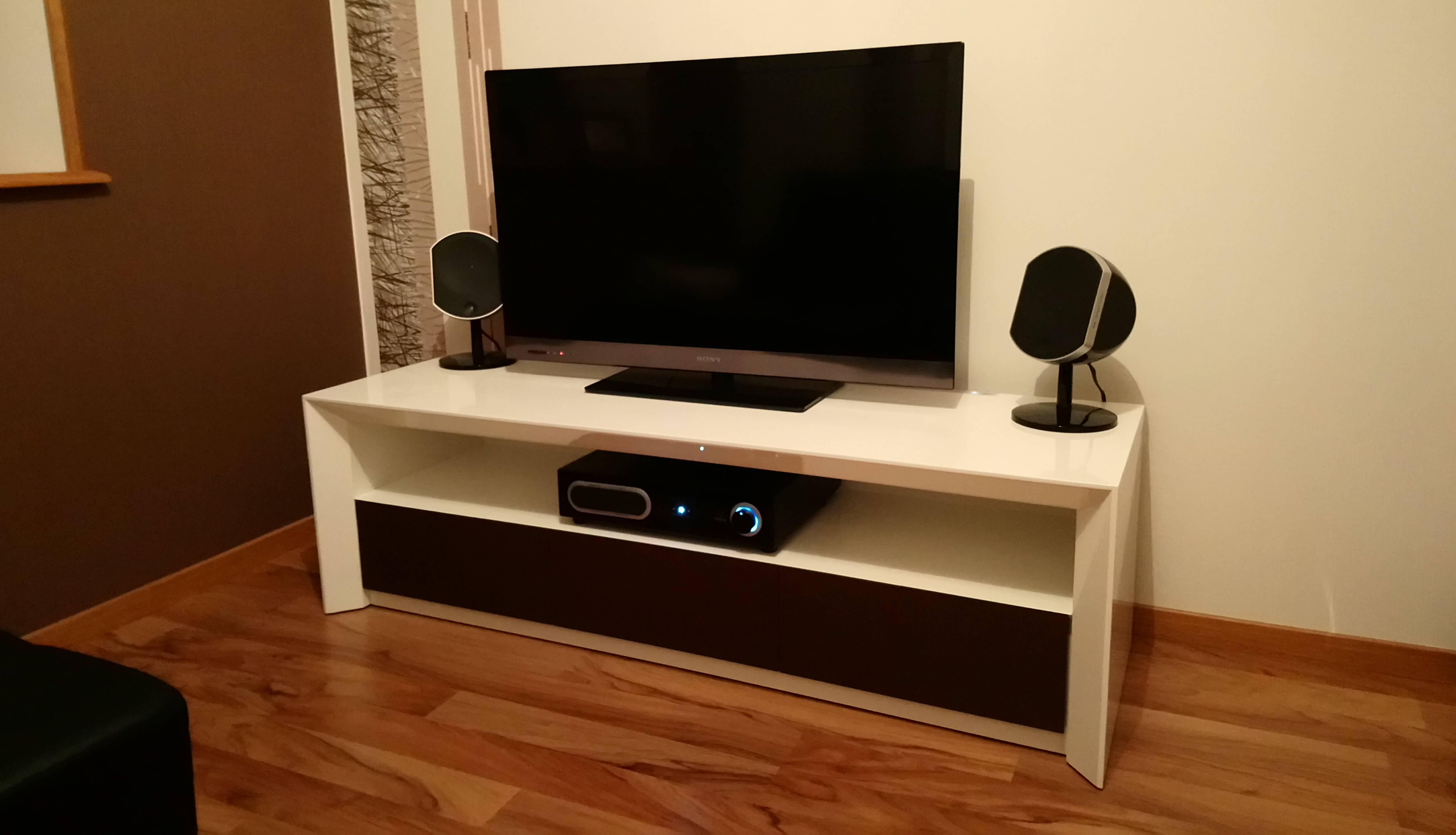Menuiserie Figard - Fabrication sur mesure - Meuble télé - Laqué - Vesoul