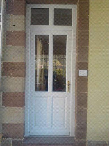 Menuiserie Figard - Fabrication sur mesure - Porte d'entrée - Bois peint - Vesoul