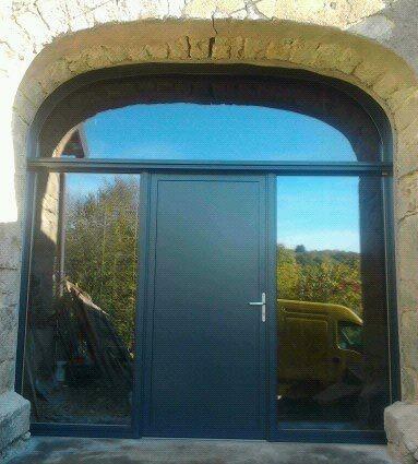 Menuiserie Figard - Fabrication sur mesure - Porte d'entrée cintrée - Bois-alu verre - Vesoul